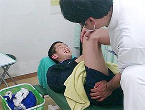 大腿部挫傷・下腿部挫傷の施術風景
