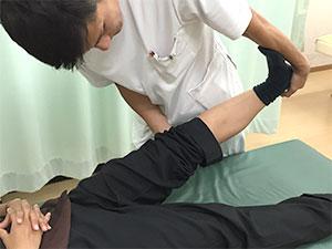 鵞足炎(膝の痛み)の施術風景